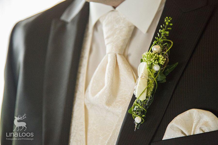 Blumenanstecker Am Anzug Des Brautigams Brautigam Anstecker Brautigam Braut