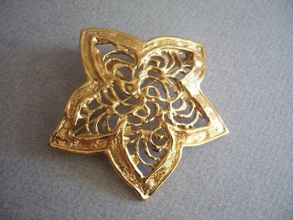 5e4b3224e5d YVES SAINT LAURENT ~ Authentic Vintage Gold Plated Star Flower Leaf  Brooch/Pendant