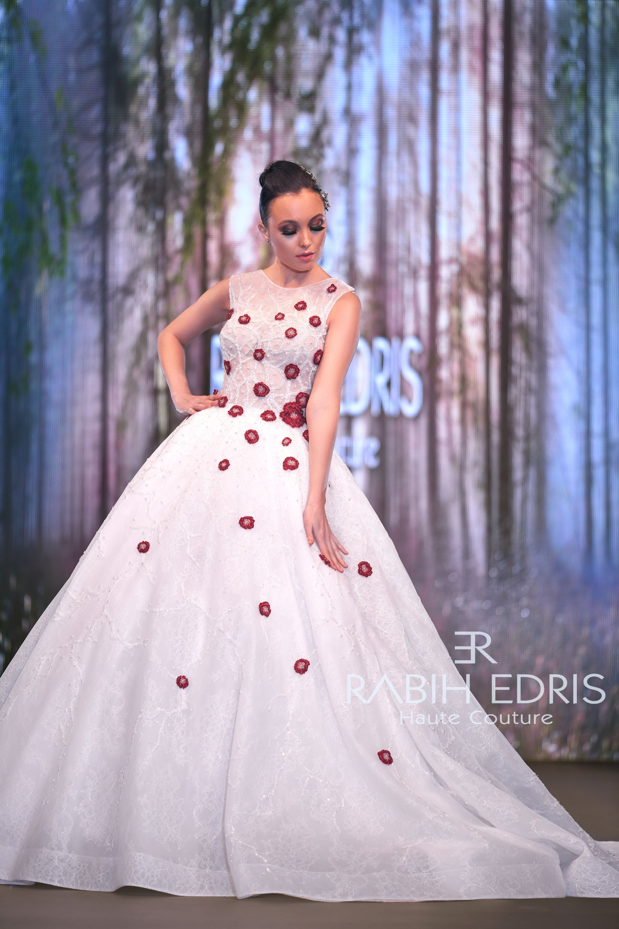 Wedding Dress White Red Roses Front Ss2018 Rabih Edris Haute Couture Red Bridal Gown Ball Gown Wedding Dress Red White Wedding Dress [ 3072 x 2048 Pixel ]