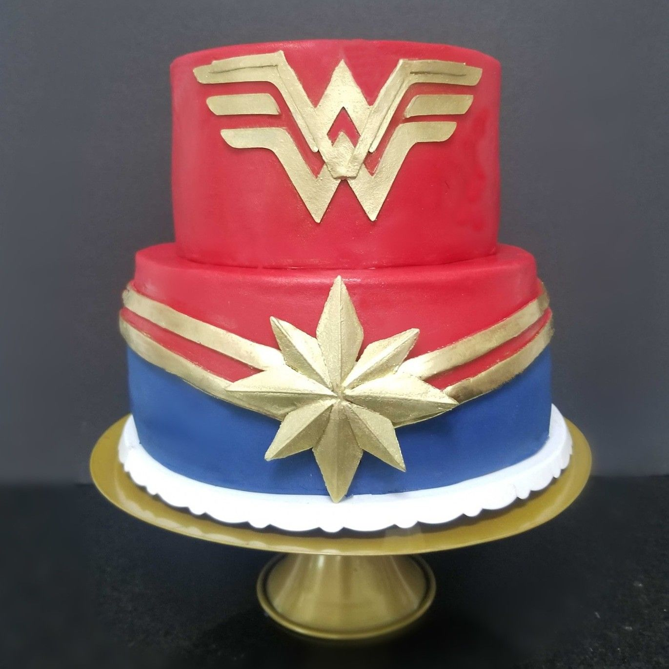Wonder Woman And Captain Marvel Cake With Images Marvel Cake