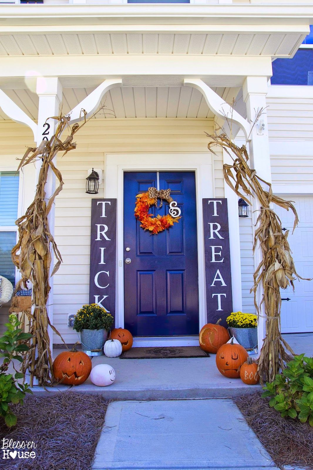 DIY Halloween Sidelight Signs {and Fall Porch Reveal} Pinterest - front yard halloween decorations