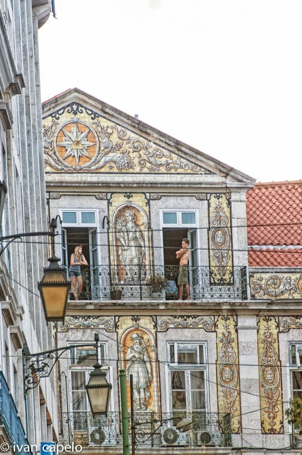 Fachada de casa em Lisboa. By Ivan Capelo (on 500px).