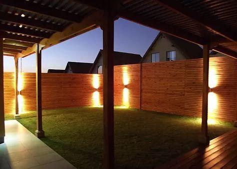 Construcci n de terrazas p rgolas de madera cobertizos - Construccion de pergolas de madera ...