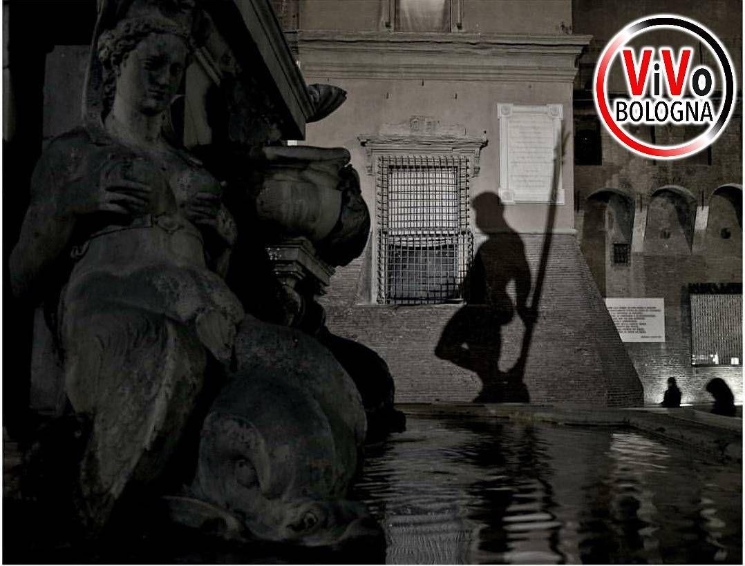 Domani sera finirà il nostro contest intanto auguriamo una buona serata a tutti voi con la foto di @gatta_mirta   Foto selezionata da: @il_nenzio  FOLLOW & TAG @VIVOBOLOGNA  #vivobologna  GROUP : @VIVO_ITALIA  Vuoi diventare ADMIN del profilo Vivo della tua provincia/regione? Scrivi a vivoitalia.it@gmail.com  #bologna #twiperbole #mybologna #seemcity #italia #vscocam  #italian_places #turismoer #landscape #italian_trips #vivoemiliaromagna #loves_emiliaromagna  #turismoer  #italian_city…