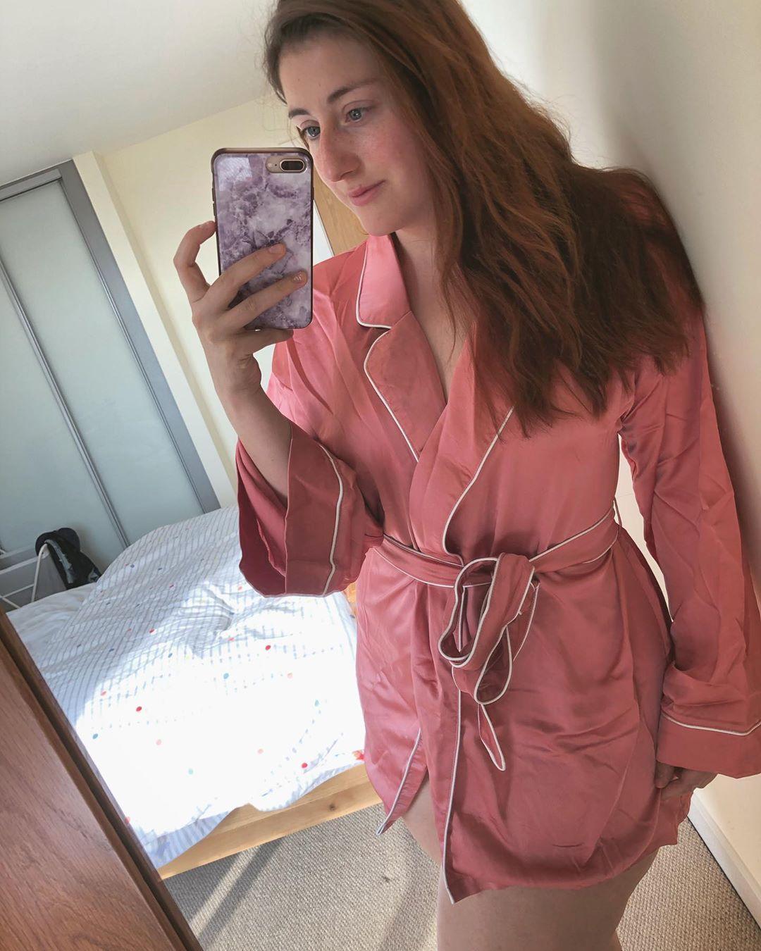 Sunny beautiful mornings ☀️💕💋 @missguided #iwokeuplikethis . . . . .  #love #life #silkdressinggown...