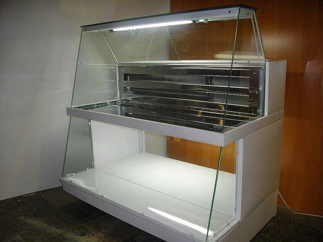 Для магазина, бара, рынка и для уличной торговли малогабаритная холодильная витрина незаменима. Тел. +380501489641