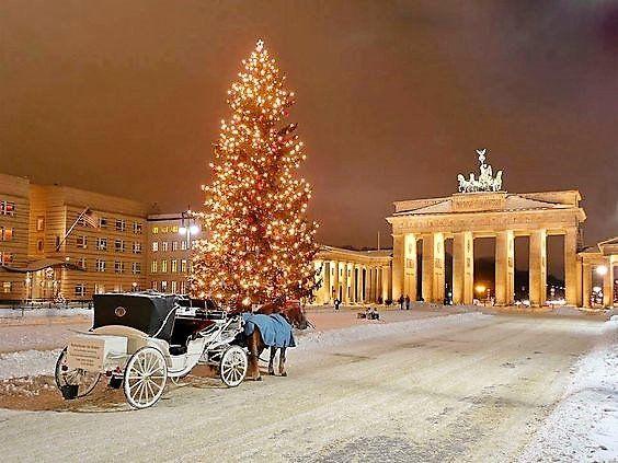 Weihnachten In Berlin Brandenburger Tor Christmas In Germany Berlin Berlin Germany