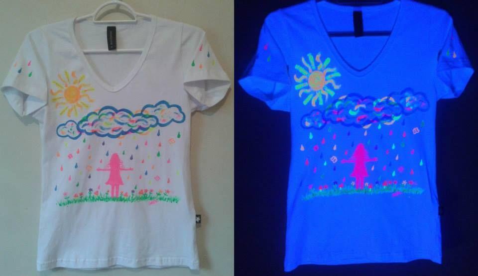 Camisa pintada a mão, com estampas exclusivas fluor by Carol Soares./ Shirt painted by hand, with fluor exclusive prints by Carol Soares  #shirt #camisa #fluor #handmade #feitoamão #chuva #rain #artepravestir