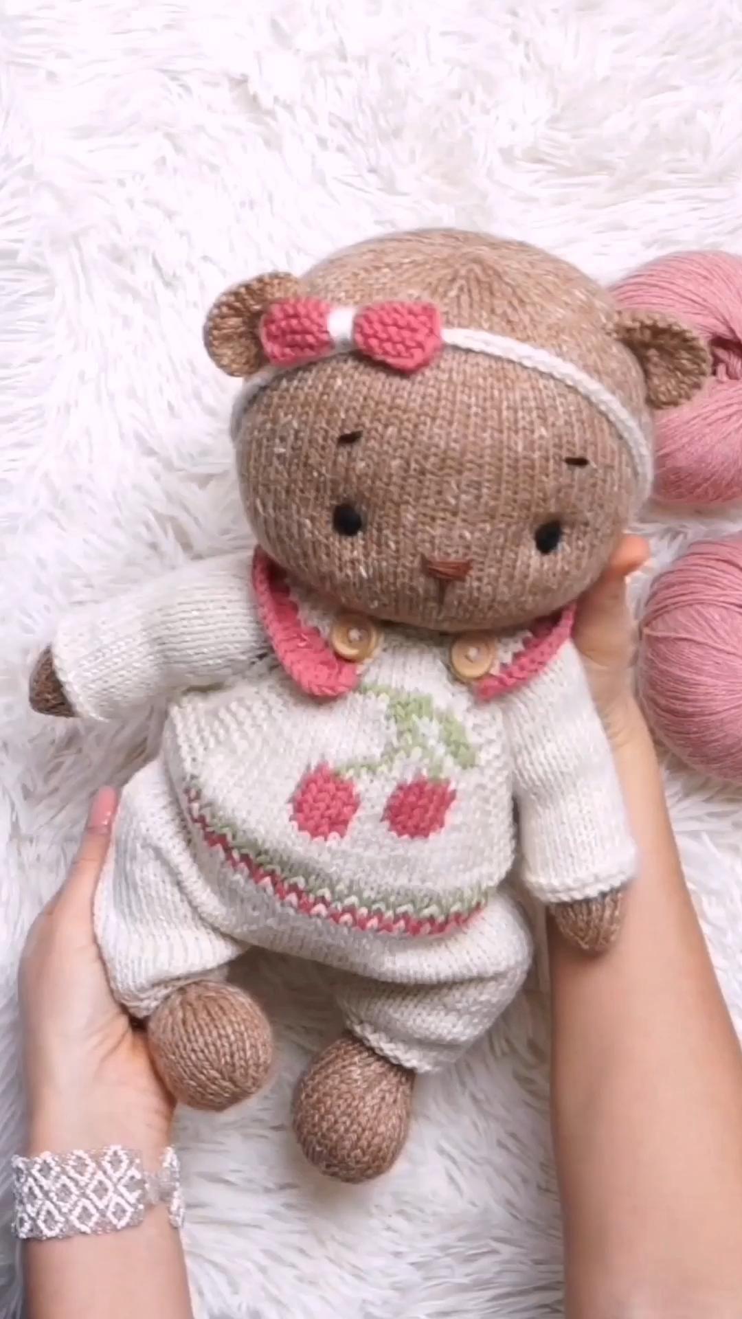 Knitting: Teddy Bear Clothes