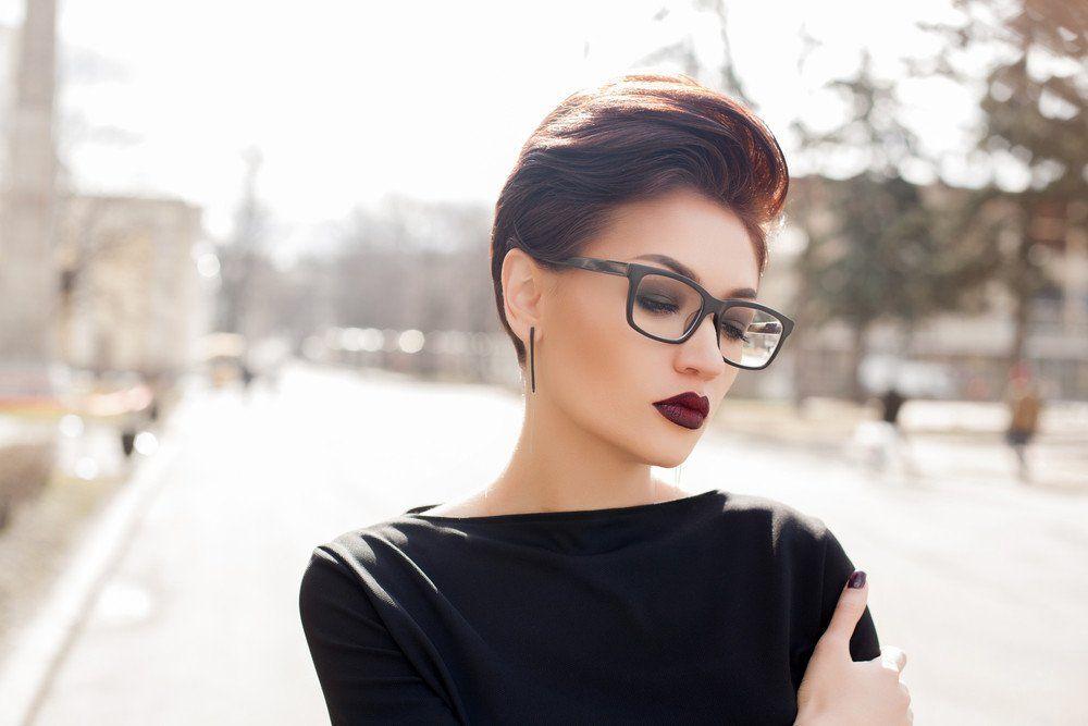 Beste Kurzhaarfrisuren Mit Brille Frauen 25 In 2020 Short