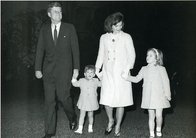 Jfk John Jackie Caroline In November 1963 Notice Children Wearing Blue Funeral Coats That Were Then Worn To Their Father S