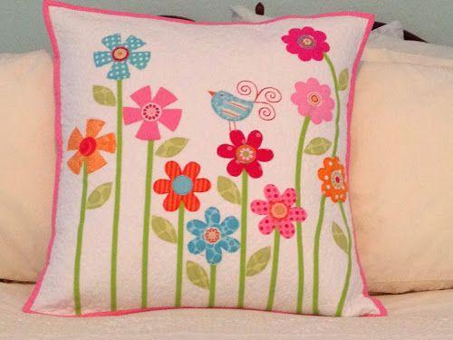 Happy Appliquer: A Pretty Pillow