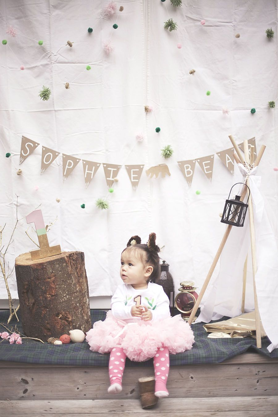 Bear and woodland creature themed first birthday! Girly campsite is to die for! How to photograph toddlers