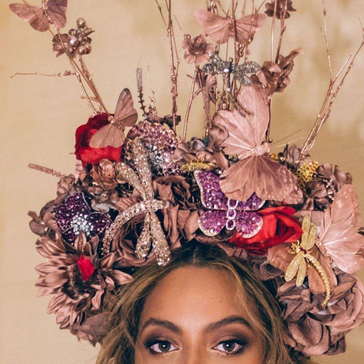 Beyoncé Continues to Nail Her Pregnancy Style in Red Gown and Headdress at the Wearable Art Gala #wearableart