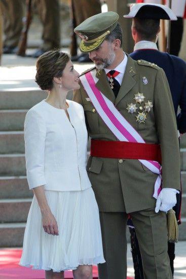 Don Felipe y doña Letizia, miradas llenas de ternura y complicidad en su primer Día