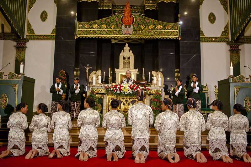 Indonesian Javanese Christians attend Christmas eve mass at Ganjuran church on December 24, 2013 in Yogyakarta, Indonesia. ...
