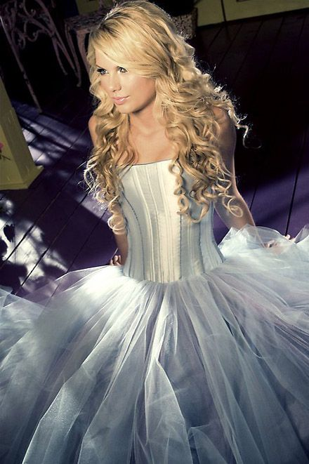 One of my hollywood fav. because of her songs and we have the same birthday :) Taylor Swift