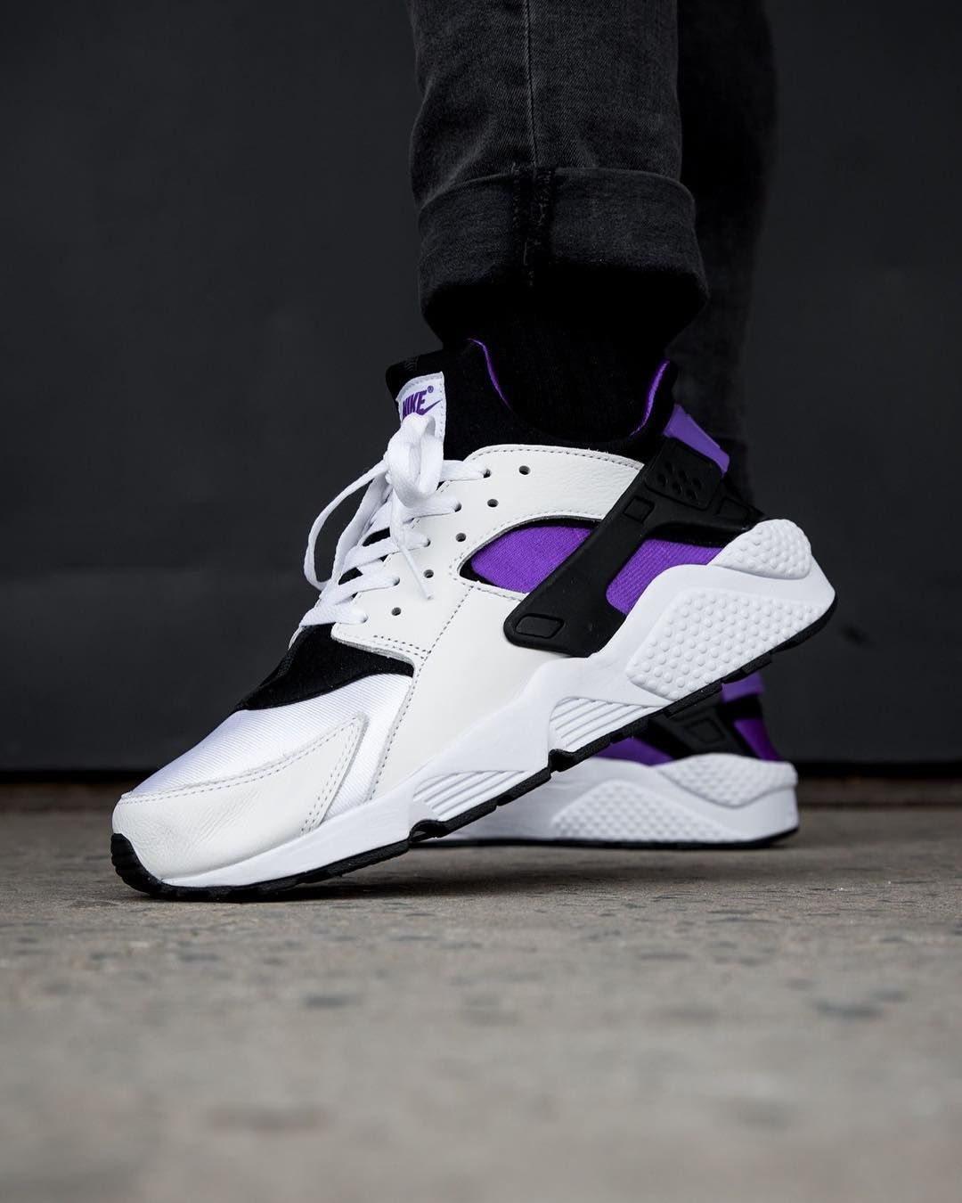 meet 7ad26 dfb77 ... Credit 43einhalb Nike Inside Sneakers  Release Date March 1, 2018 Nike  Air Huarache Run 91 White Purple ...