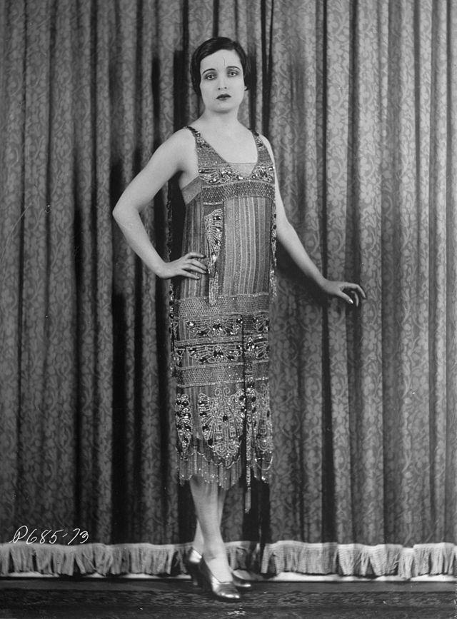 1920s In Western Fashion Wikipedia The Free Encyclopedia 1920s Evening Dress 1920s Fashion Beautiful Fashion