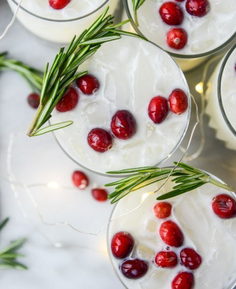 White Christmas Margaritas #christmasmargarita white christmas margarita punch I howsweeteats.com #christmasmargarita White Christmas Margaritas #christmasmargarita white christmas margarita punch I howsweeteats.com #christmasmargarita