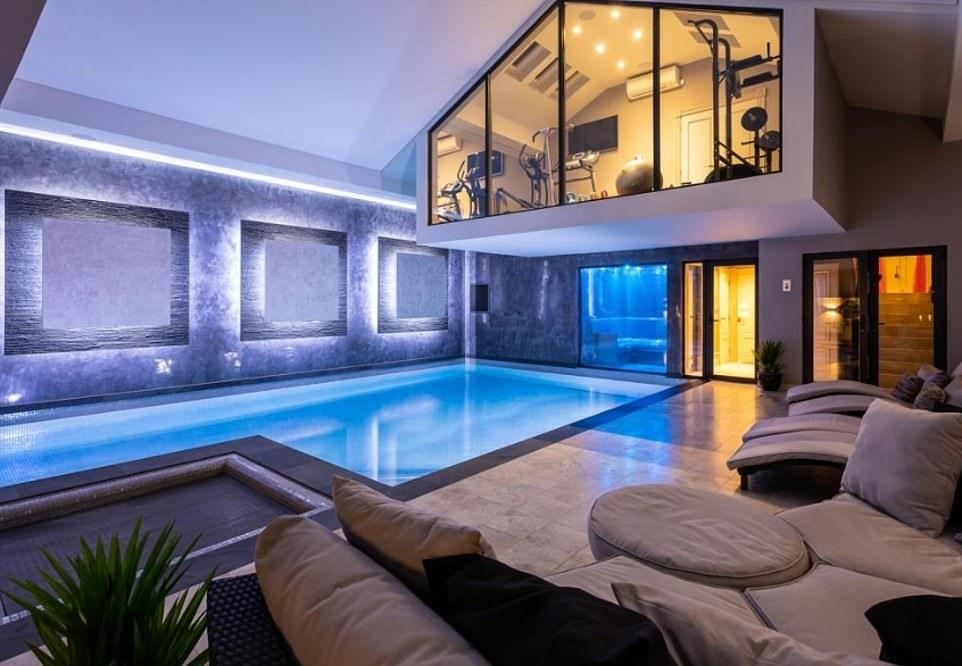 Rightmove Reveals Britain S Top Five Most Viewed Properties Of 2019 Indoor Pool Design Indoor Swimming Pool Design Swimming Pool House