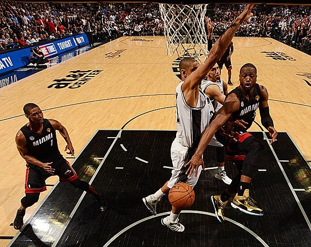 Dwyane Wade with the nice pass to Bosh in Game 4 of the 2013 NBA Finals