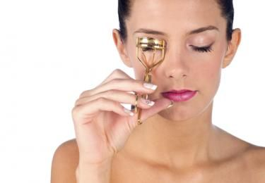 How To Use An Eyelash Curler - The RIGHT Way!   How to ...