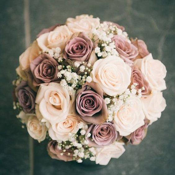 ramo de rosas con colores claros y un toque de vino | el ramo