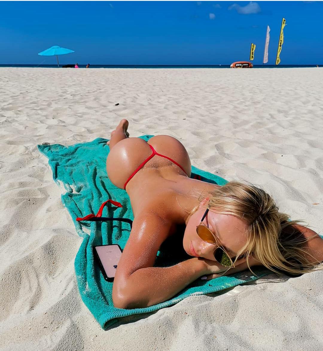 Sexy skinny slut