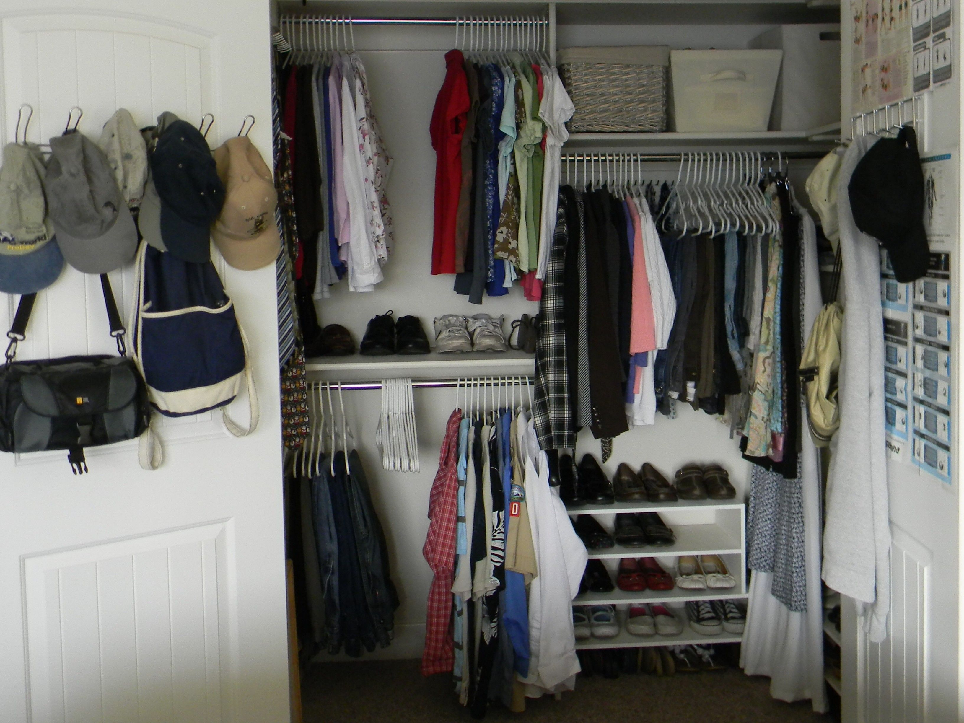 12 Small Walk in Closet Ideas and Organizer Designs ...