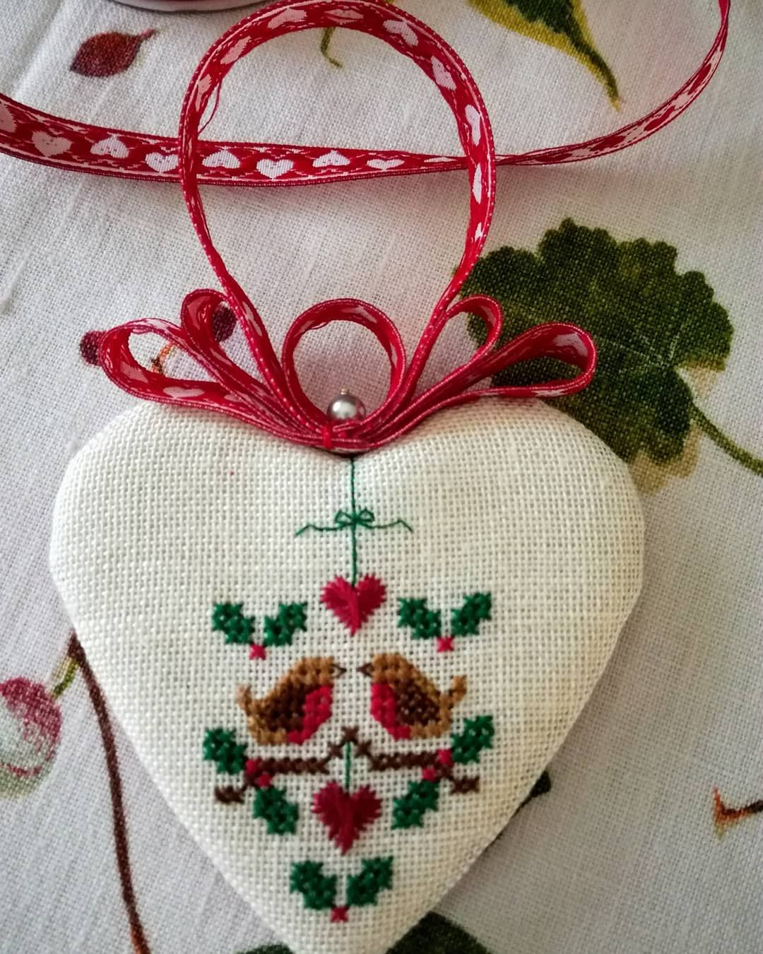 "Rosella Caputo on Instagram: ""Two Calling Birds by #janiehubbledesigns #crossstitchersofinstagram #christmasornaments"""