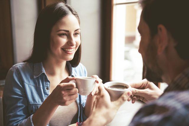 会話中にスマホをいじるカップル増加中彼にスマホを置かせる方法