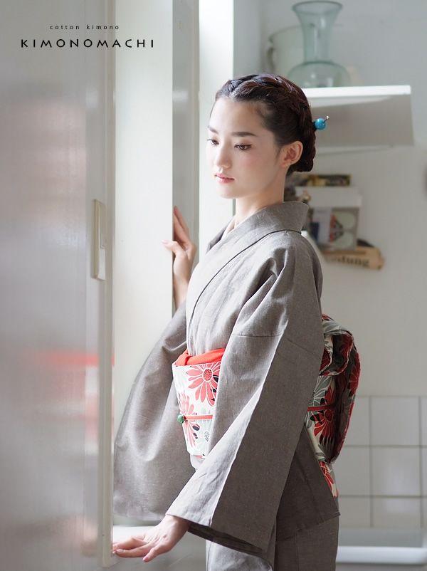 http://item.rakuten.co.jp/kimonomachi/002458/ This is a Yukata, summer kimono.