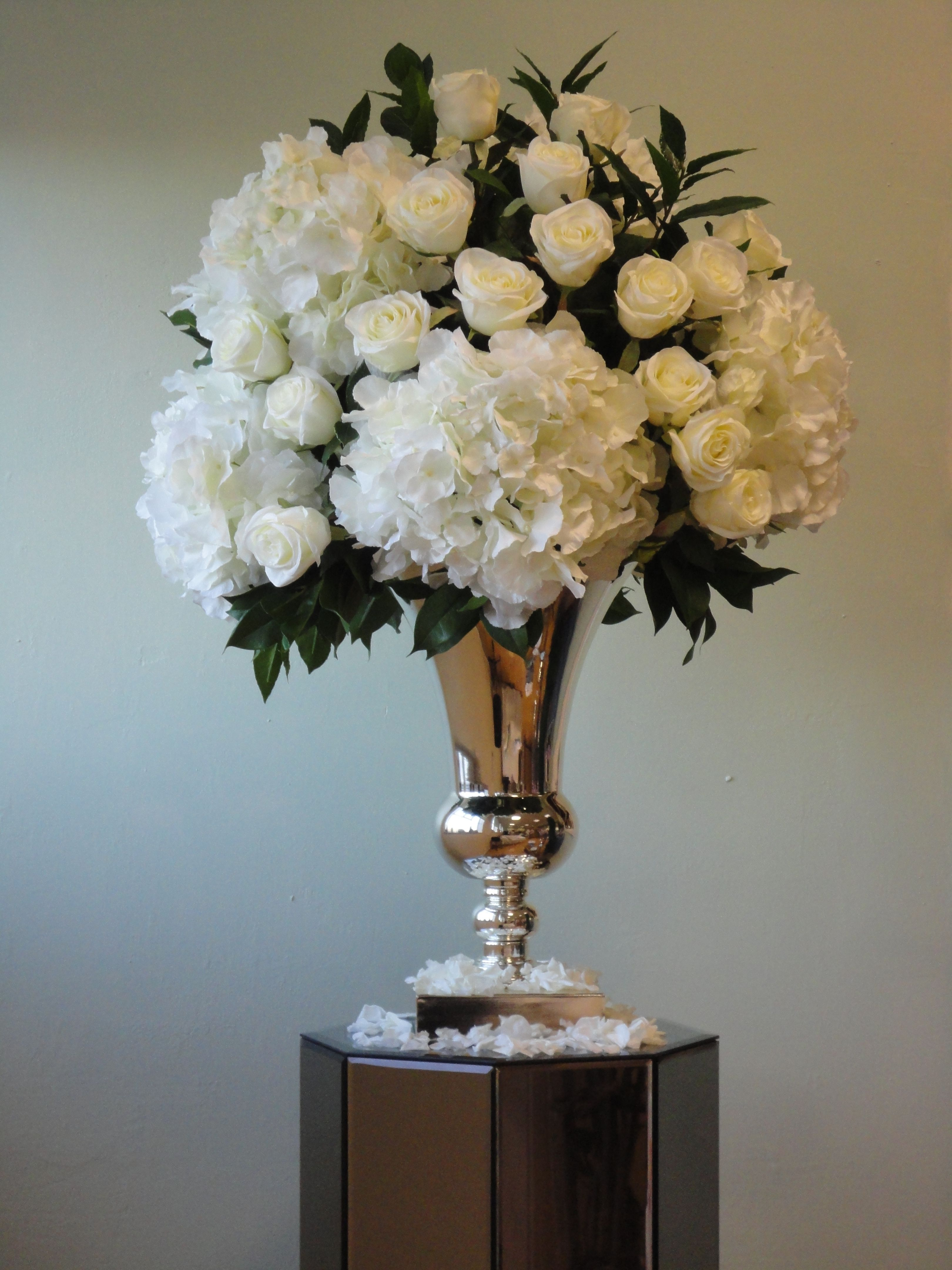 White Sia Flowers Weddingevent Hire Available At Silkpetal