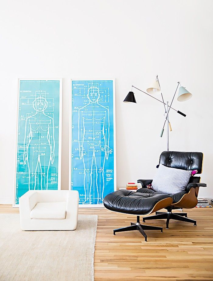 8 Foolproof Tips for Choosing Art for Your Home via @MyDomaine.  Fauteuil Eames pour le salon...