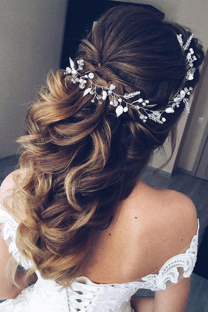 This gorgeous wedding hair half up half down hairstyle idea will inspire you