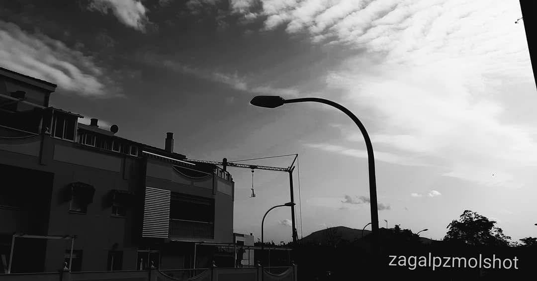 Atardece En Martos Por Mi Sur Hoy Rayos De Sol Nubes De Borreguitos Naturalshot Naturallight Clouds Photo Highclouds Photos Meteorolo In 2020 Lamp Post