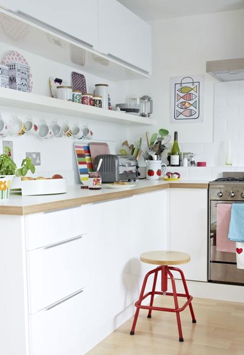 北欧キッチンの飾る収納アイデア 飾り棚に食器デコレーション