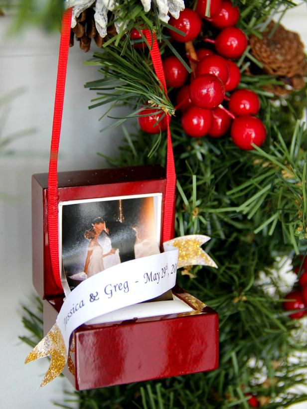 Turn an engagement wedding ring box into a christmas for Engagement christmas tree ornaments