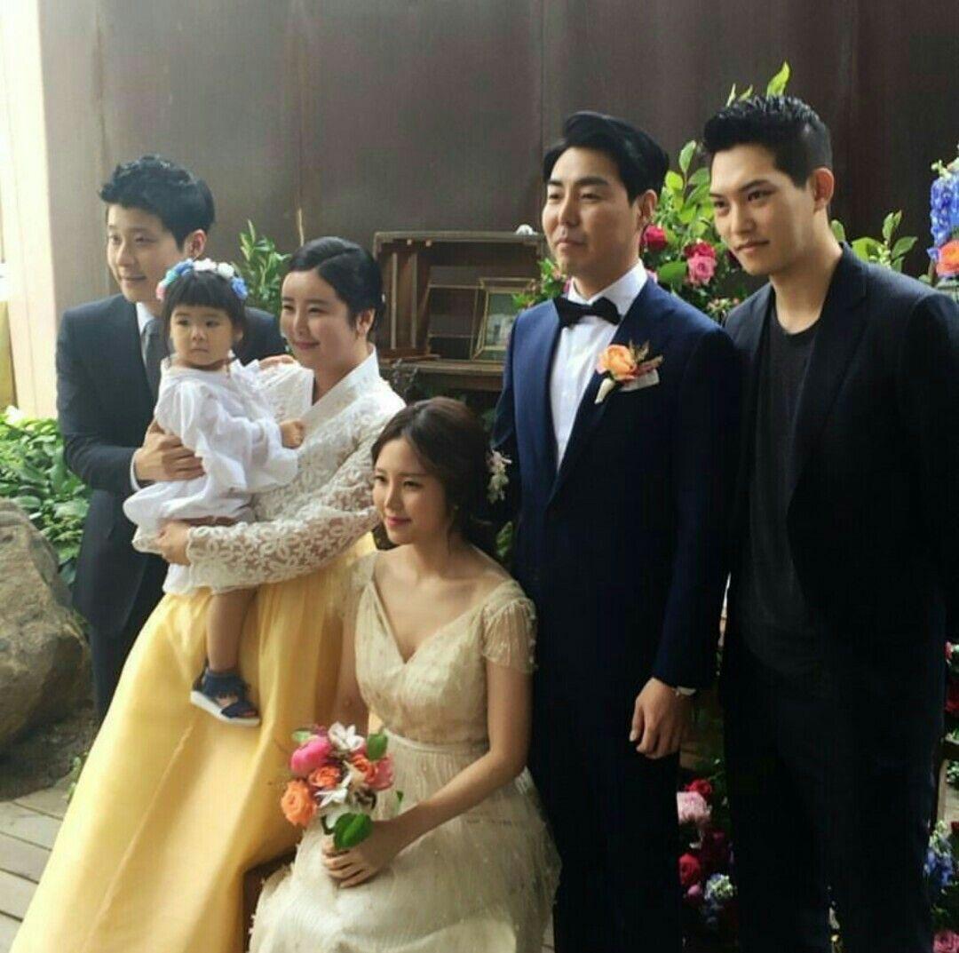 Lee Jong hyun 😍 sisters wedding | Cnblue