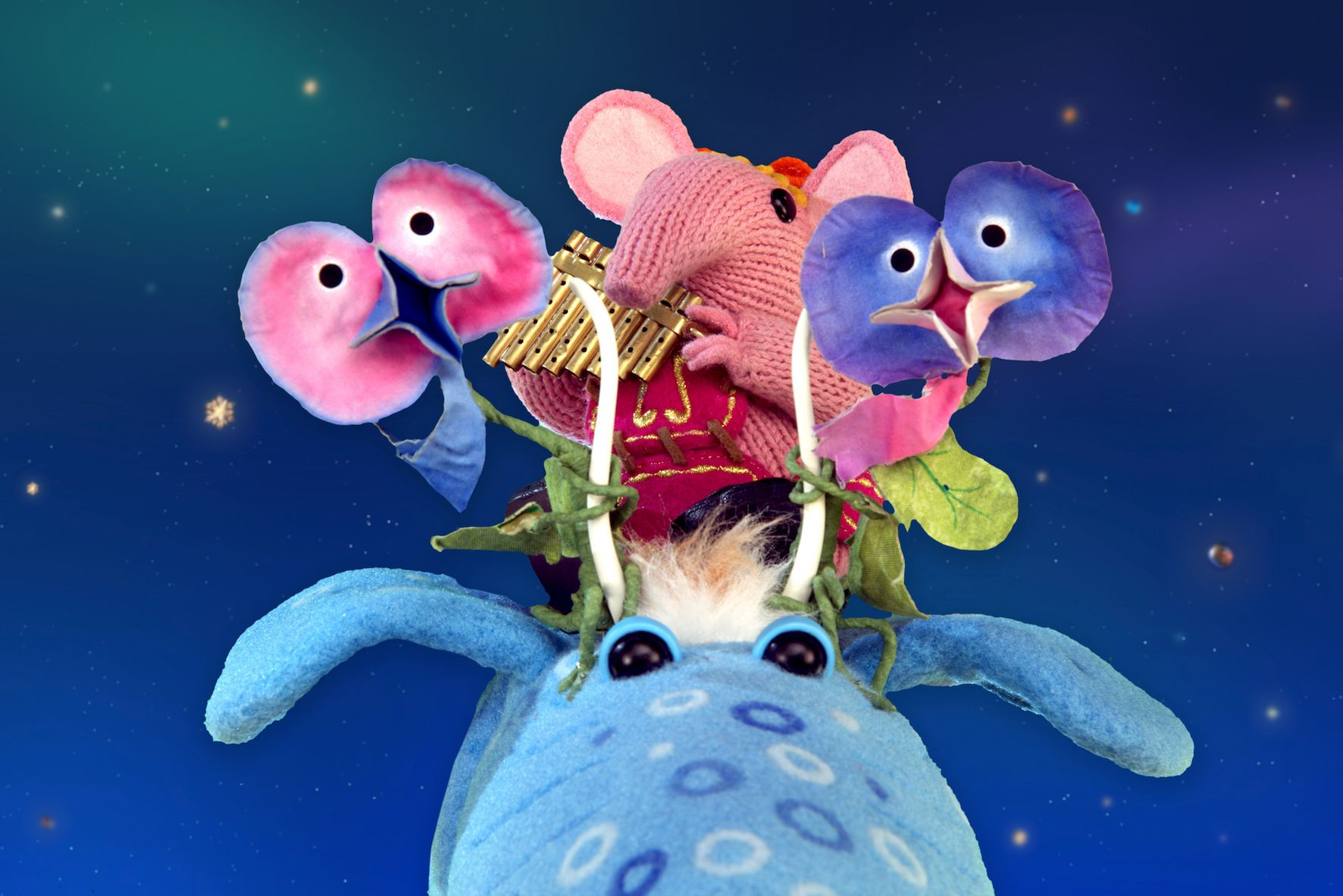 Tiny and her flower friends riding a Sky Moo!  #Clangers