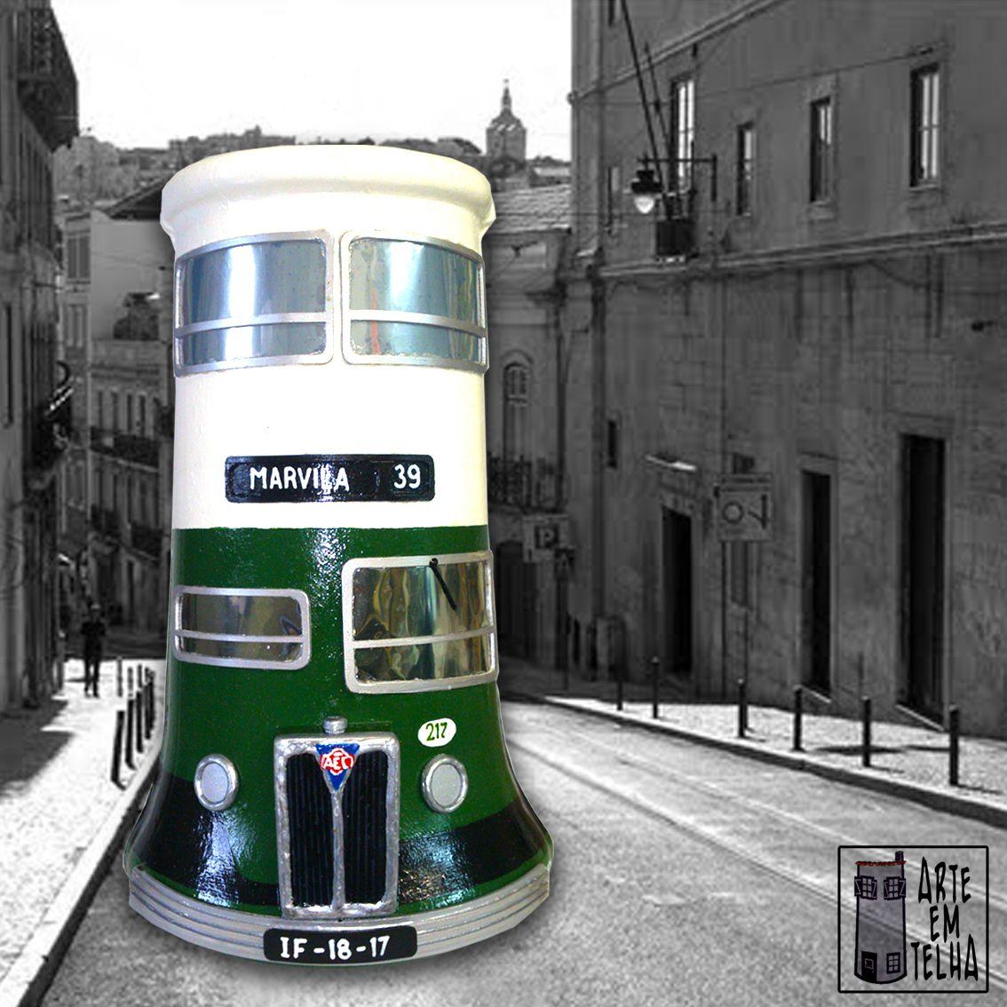 Fazer o que lhe dá na TELHA. Este podia ser o lema da ARTE EM TELHA de Fernando Castro Este extraordinário Artesão, recria o que de mais simbólico e tradicional temos em Portugal com um detalhe impressionante. Aproveitando telhas, podemos ver réplicas de monumentos históricos, edifícios típicos, os velhinhos autocarros e eléctricos de Lisboa e tudo o mais que possa estar ao alcance da imaginação.