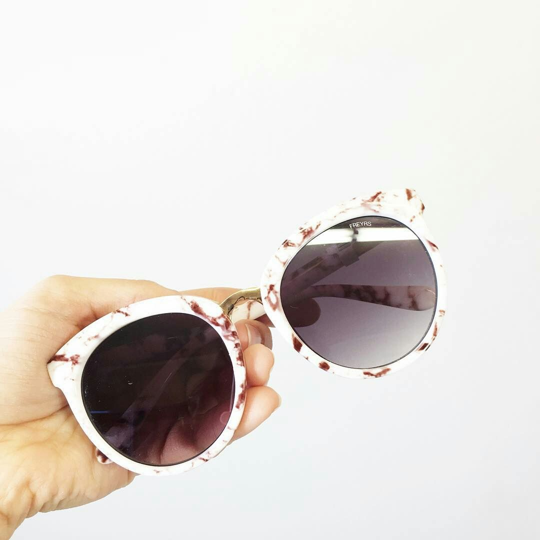b76fcf2f6ea Collection · Daisy Marble Large Round Womens Sunglasses