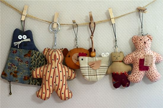 Stitched animal charms - no pattern, pic for inspiration. I love the button eyes on the cat and the little chicken.