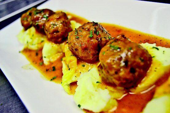 Albondigas de choco y gambas sobre lecho de patata rte - Albondigas de patata ...
