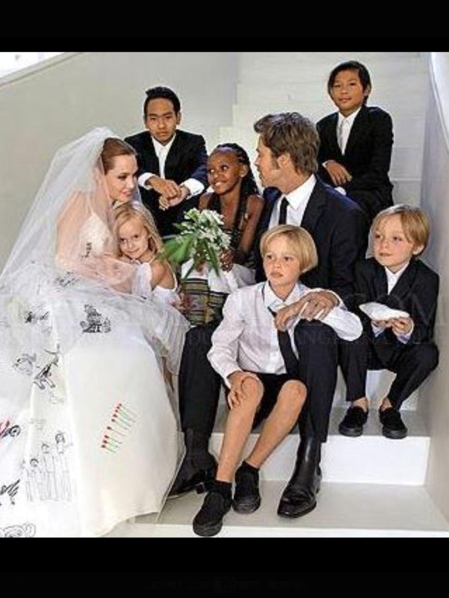 Pin Von Heather Hirschey Auf The Jolie Pitts Kleid Hochzeit Hochzeitsfeier Ideen Angelina Jolie