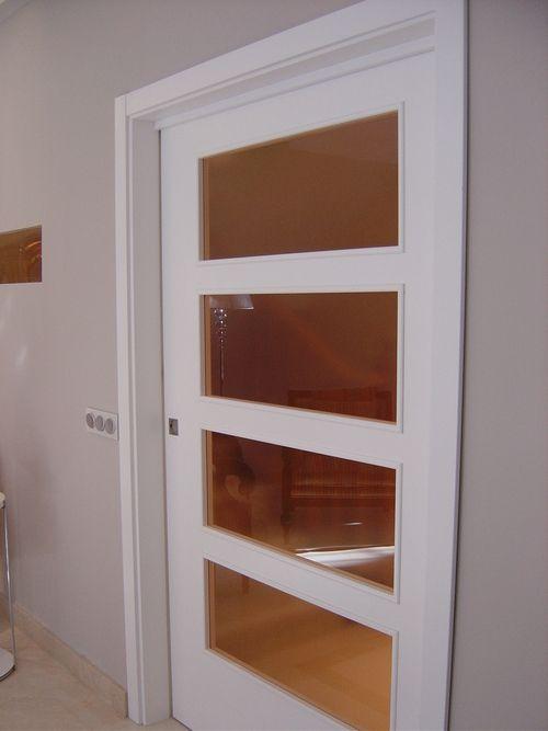 Puerta corredera 4 vidrios lacada en blanco reforma - Reforma vivienda madrid ...