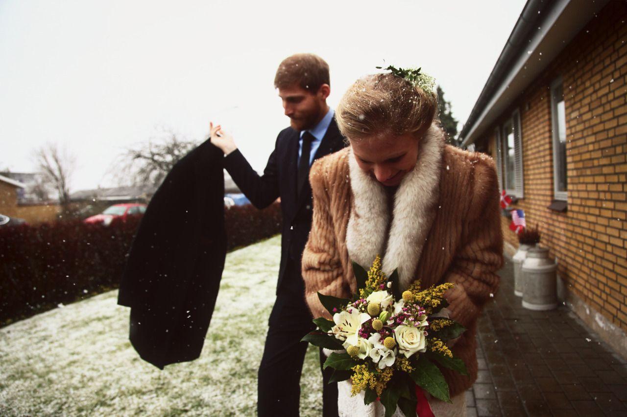 Her er de! Ser Ramona og Jesper ikke fantastiske ud? Det var en absolut stor fornøjelse at være med til at forevige denne smukke snevejrsdag. Fotogen udover alle grænser. Stort tillykke...