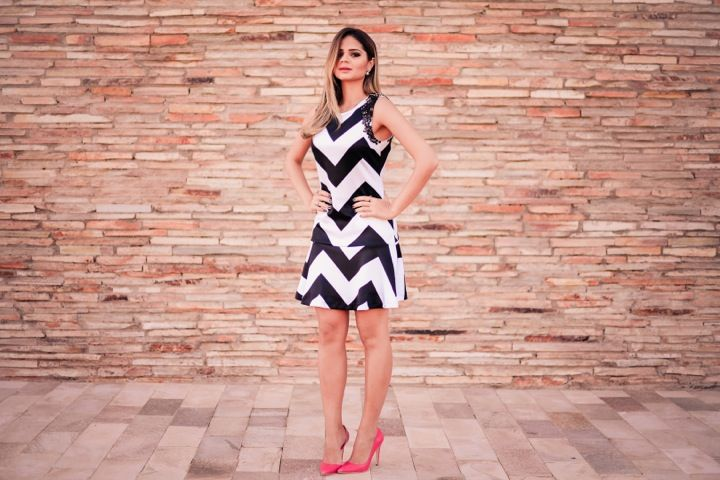 ThassiaNaves. Black and white dress + Pink Pumps