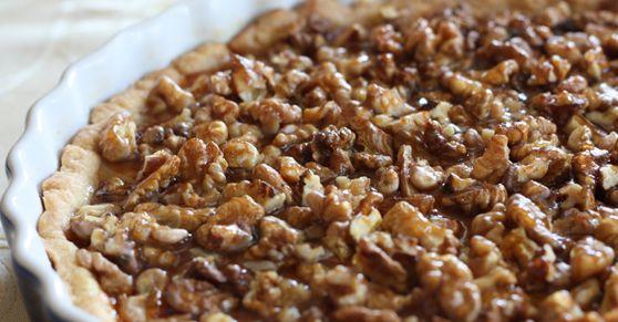 La crostata di noci è un dolce dessert da servire come ultima portata per pasti o come una merenda sana per bambini e adulti.